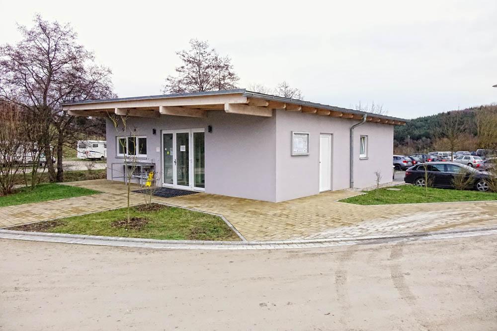 Servicegebäude am Stellplatz
