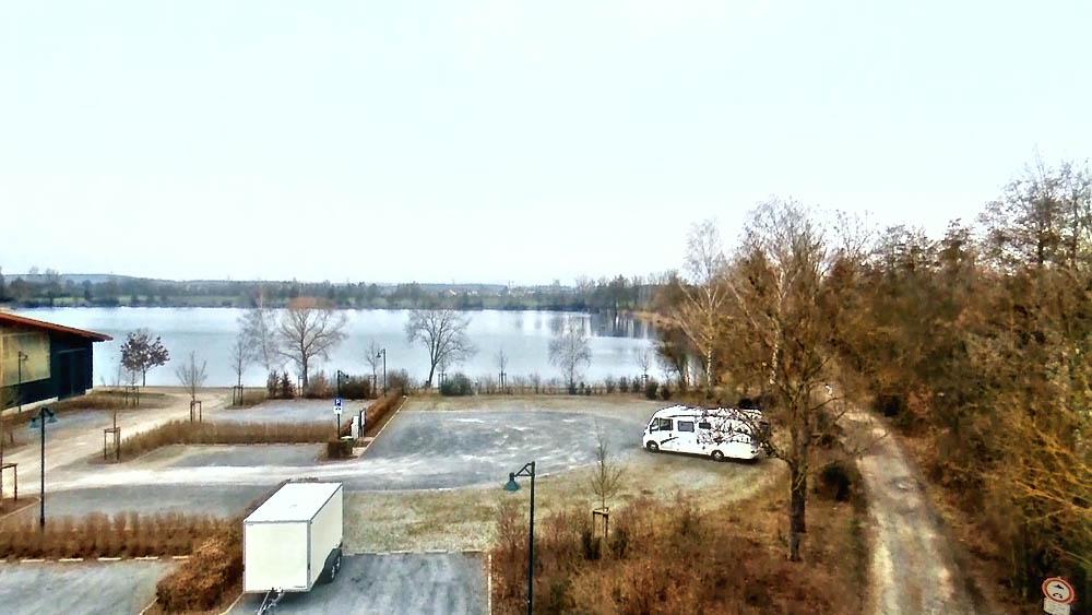 Übersicht Stellplatz mit angrenzenden See