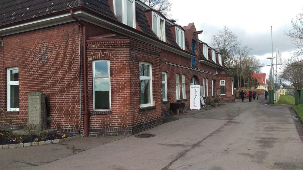 Funktionsgebäude mit Rezeption