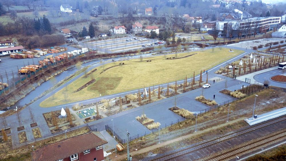 Park und Flußlauf, direkt neben dem Stellplatz