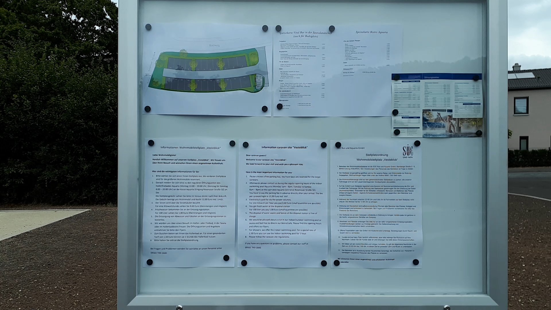 Informationstafel am Eingang