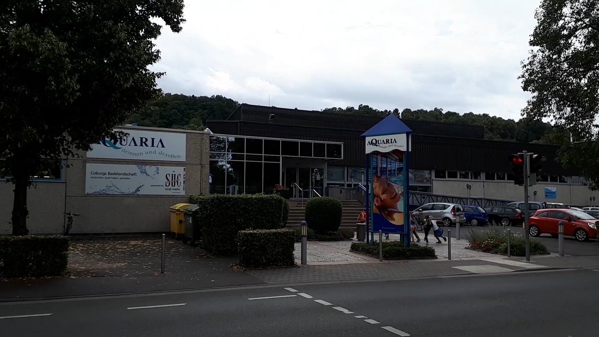 Frei- und Hallenbad Aqquaria, direkt neben dem Stellplatz